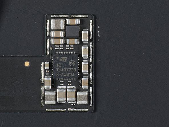 iPhone X拆解:10 THADT733 X-139U