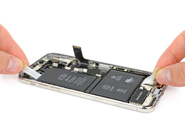 iPhone X拆解:將電池背膠拉出