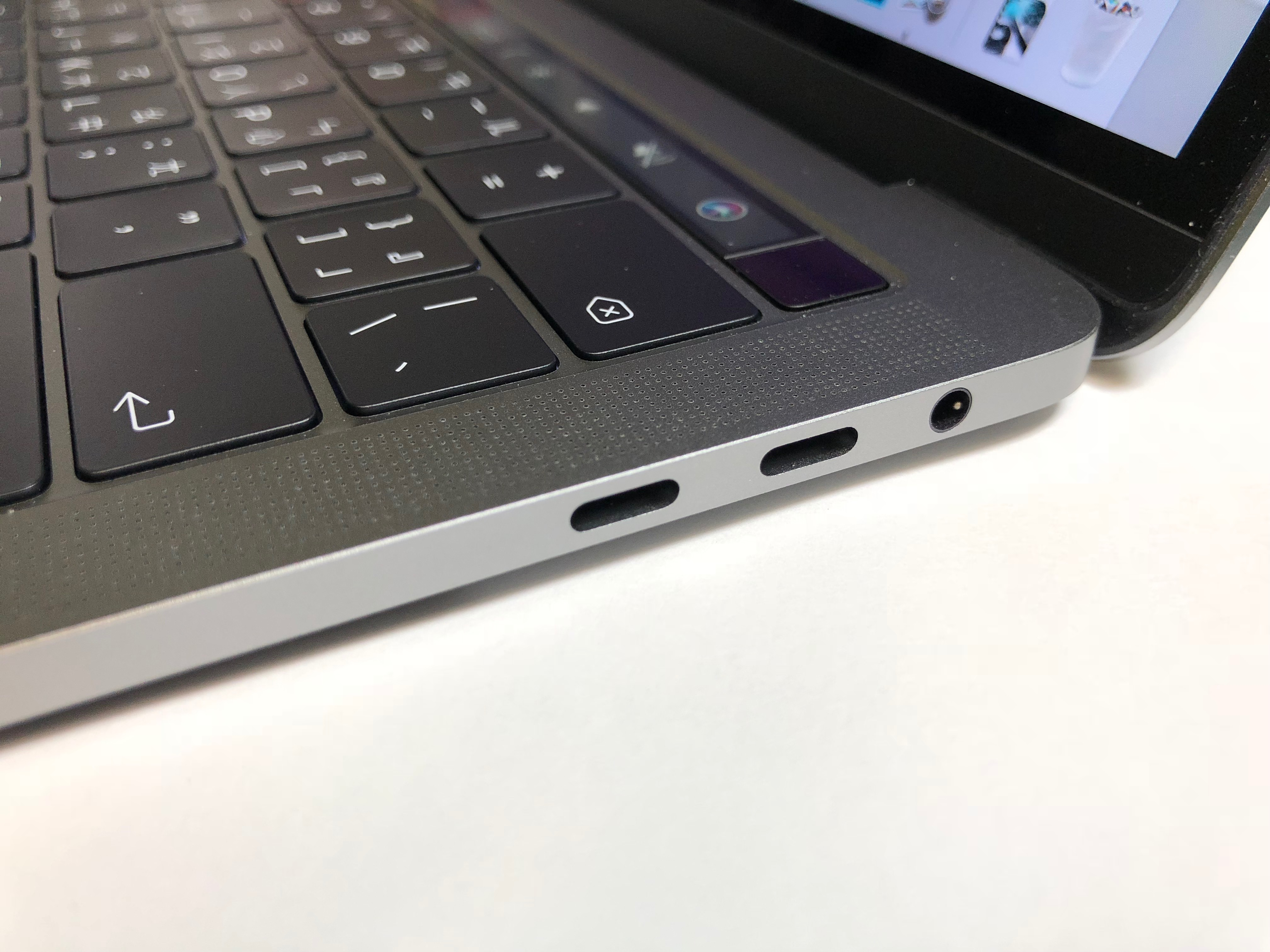MacBook Pro 鍵盤故障送修過程-維修後鍵盤上機殼