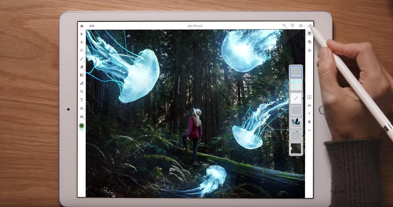 Photoshop CC,让用户在平板上也能享有跟桌面版类似的体验。